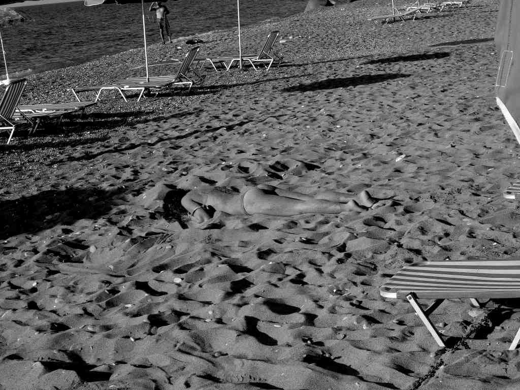 gymni stin ammo / naked in the sand. Polis Pafos. July '09. Photo: Pan