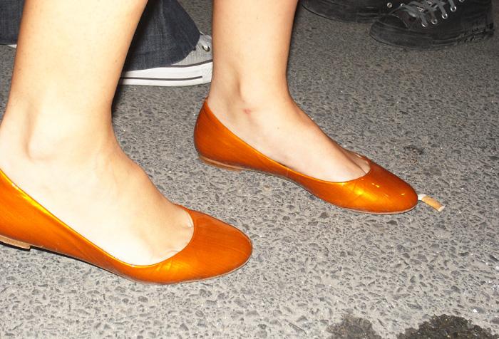 orange shiny shoes 0018210